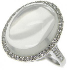 A White gold Moonstone Diamond cocktail ring. (18K - 750)