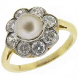 Pearl & diamond Ring 18ct gold