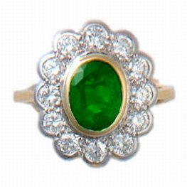 Diamond and Oval Emerald Cluster Ring. 18k Gold.