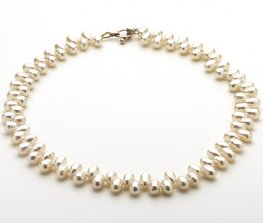 Enchanting Fresh water Pearl Necklace
