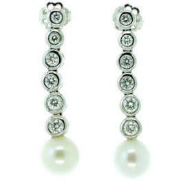 Romantic Pair of Pearl and Diamond Pendant Earrings. 18k - 750