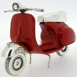 Vespa Piaggio GS150 - Silver and enamel scooter.