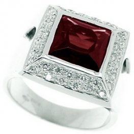 A Large Square Garnet & Diamond Ring. 18k Gold - 750.